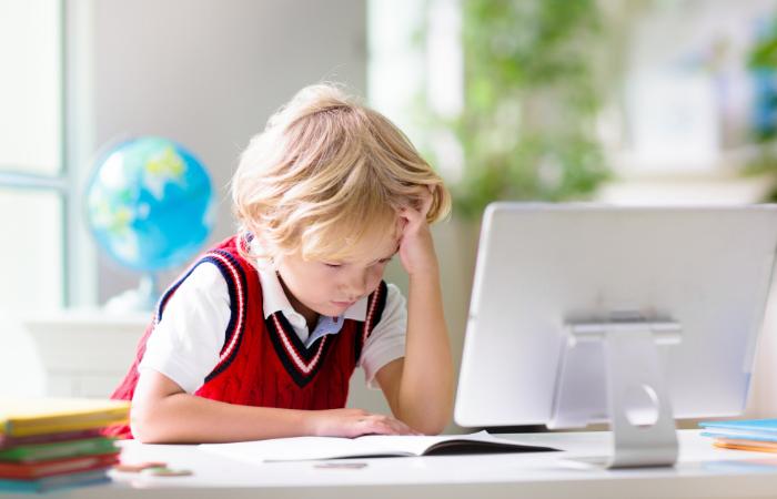Jak motywować dziecko do nauki podczas szkoły online?